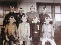 昭和19.5.25 日本光学で神風の鉢巻きを締める生徒たち