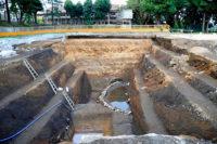 明応4年 小田原城西曲輪の障子堀 上に武道館が見える